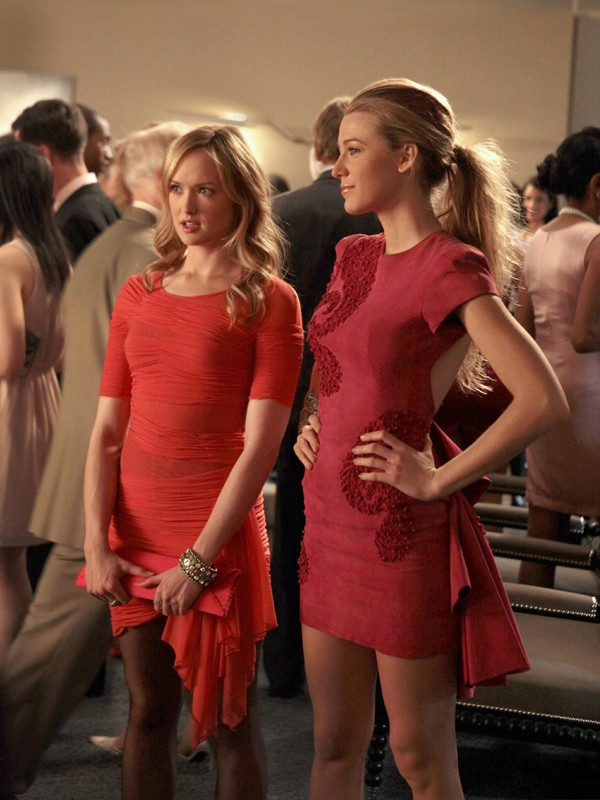 Charlie (Kaylee DeFer) e Serena (Blake Lively) nell'episodio Petty in Pink di Gossip Girl