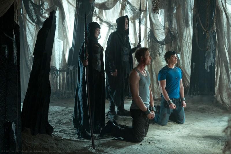 Justin Hartley e Tom Welling fatti prigionieri nell'episodio Dominion di Smallville