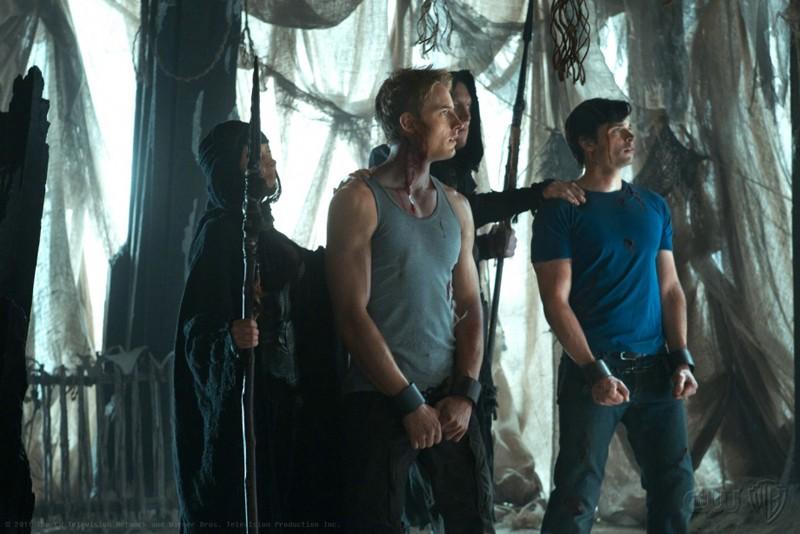 Oliver (Justin Hartley) e Clark (Tom Welling) in trappola nell'episodio Dominion di Smallville