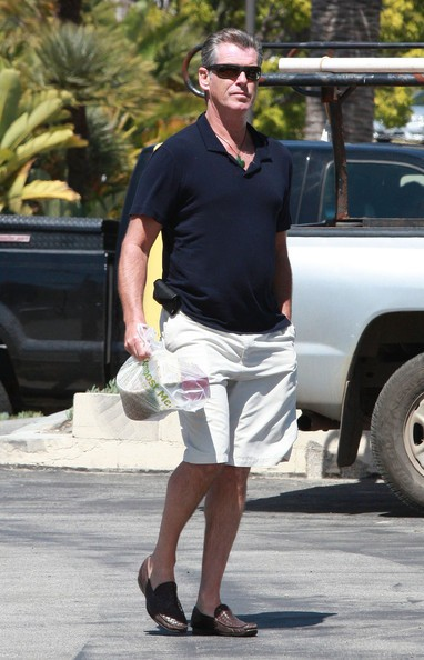 Pierce Brosnan fa shopping a Malibu in una splendida giornata di sole