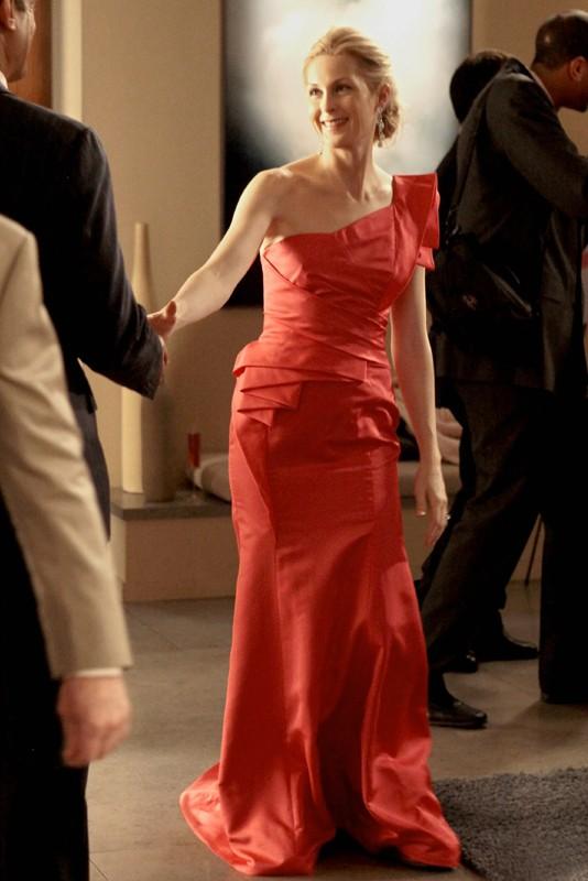 Un'elegante Lily (Kelly Rutherford) nell'episodio Petty in Pink di Gossip Girl