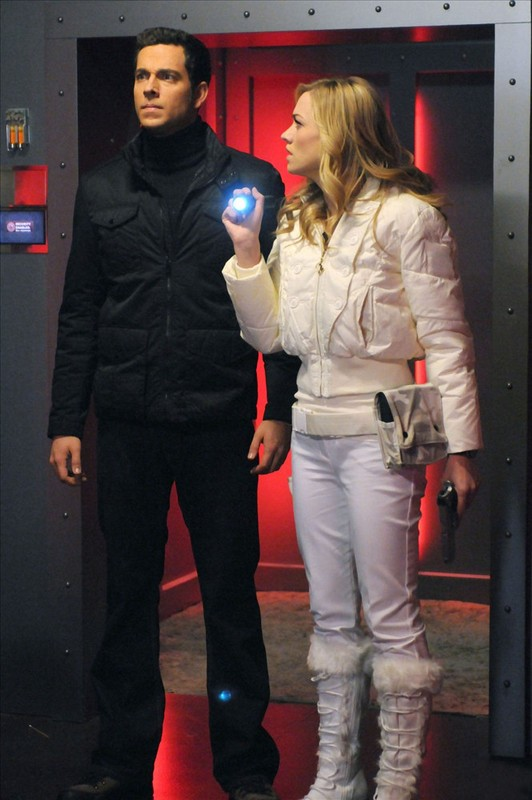 Zachary Levi e Yvonne Strahovski nell'episodio Chuck Versus the Family Volkoff