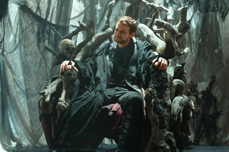 Zod (Callum Blue) sul suo trono nell'episodio Dominion di Smallville