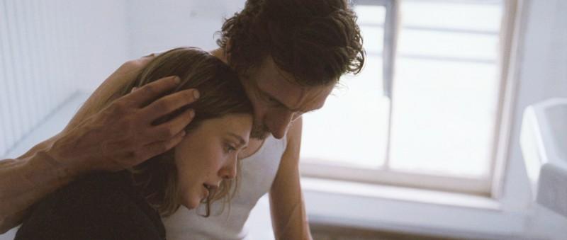 John Hawkes con Elizabeth Olsen in Martha Marcy May Marlene