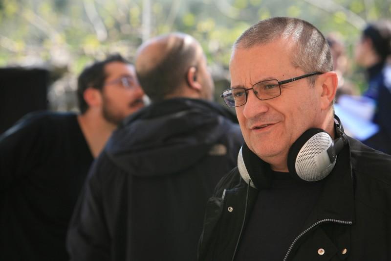 Il regista Giovanni Albanese sul set del film Senza arte né parte