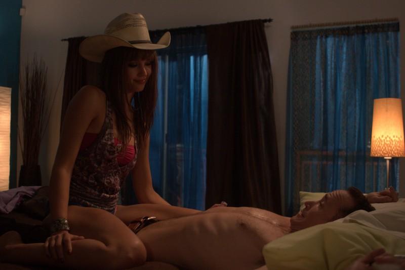 Jessica Alba seduce Steven Seagal nel film Machete