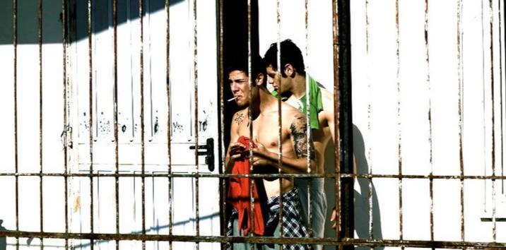 Lorenzo Scialla ed Enzo Pane in un momento emblematico del film Tatanka