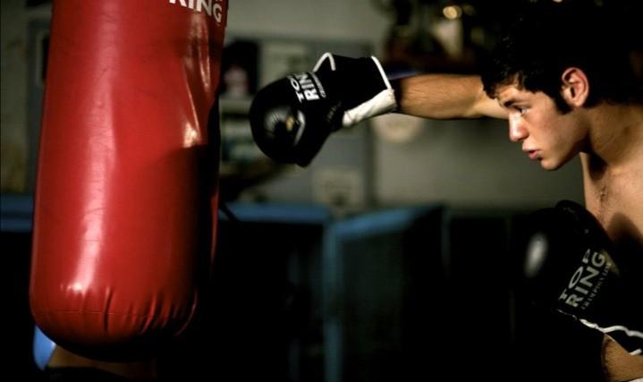 Lorenzo Scialla indossa i guantoni nel film Tatanka