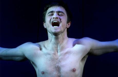 Daniel Radcliffe in scena con il controverso dramma teatrale Equus