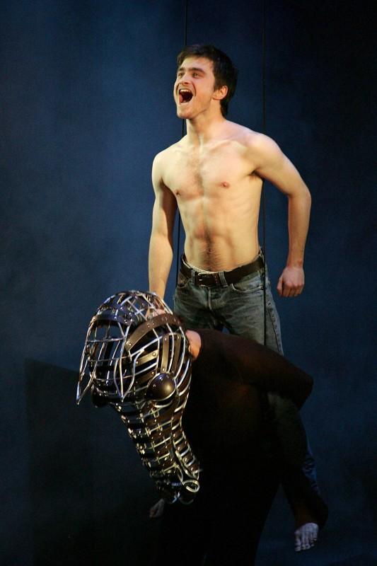 Daniel Radcliffe in scena con il controverso Equus