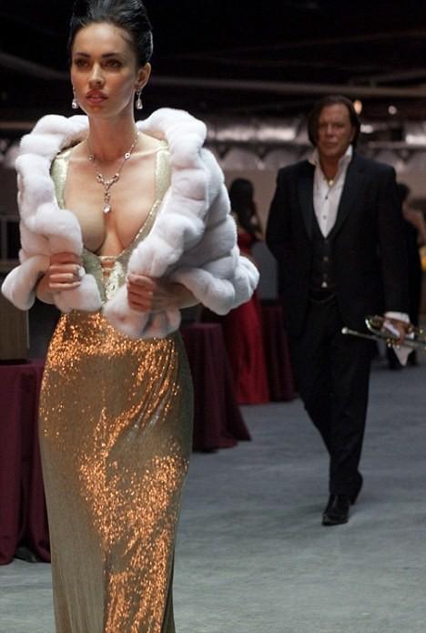 Megan Fox in un'immagine del film Passion Play con Mickey Rourke
