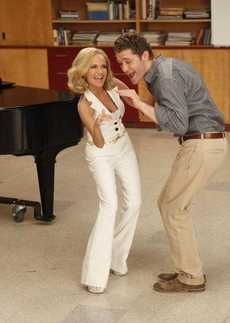 Kristin Chenoweth e Matthew Morrison in una scena dell'episodio Rumours della seconda stagione di Glee
