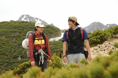 Masami Nagasawa con Shun Oguri in un'immagine del film Gaku: Minna no Yama