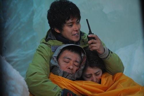 Shun Oguri in una sequenza drammatica del film Gaku: Minna no Yama