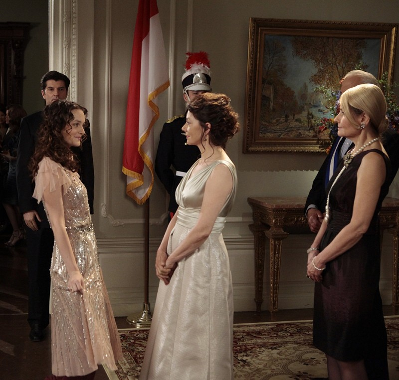 Blair (Leighton Meester) e la Principessa Sophie (Joanne Whalley) in: The Princesses and the Frog di Gossip Girl