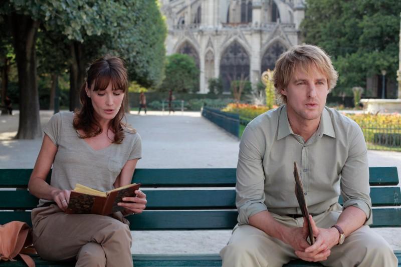 Carla Bruni e Owen Wilson in una scena di Midnight in Paris