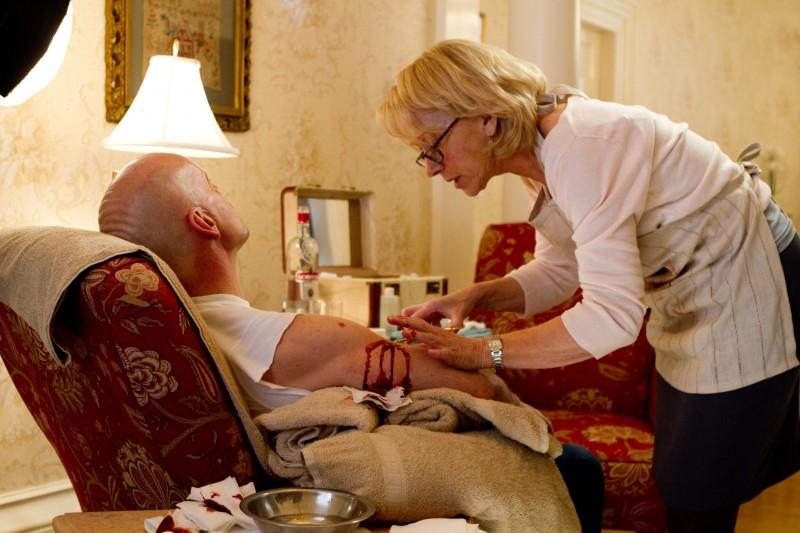 Helen Mirren e Bruce Willis in una scena del film Red