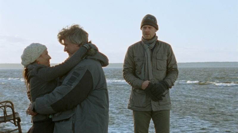 Jakob Eklund e Stephanie Leon con Carsten Bjørnlund nel film Labrador