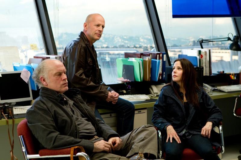 John Malkovich con Bruce Willis e Mary-Louise Parker in una scena del film Red