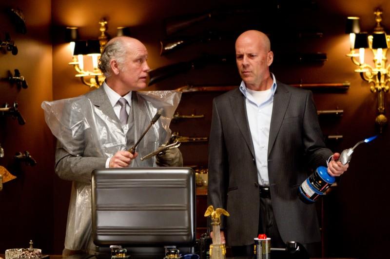 John Malkovich e Bruce Willis in una scena del film Red