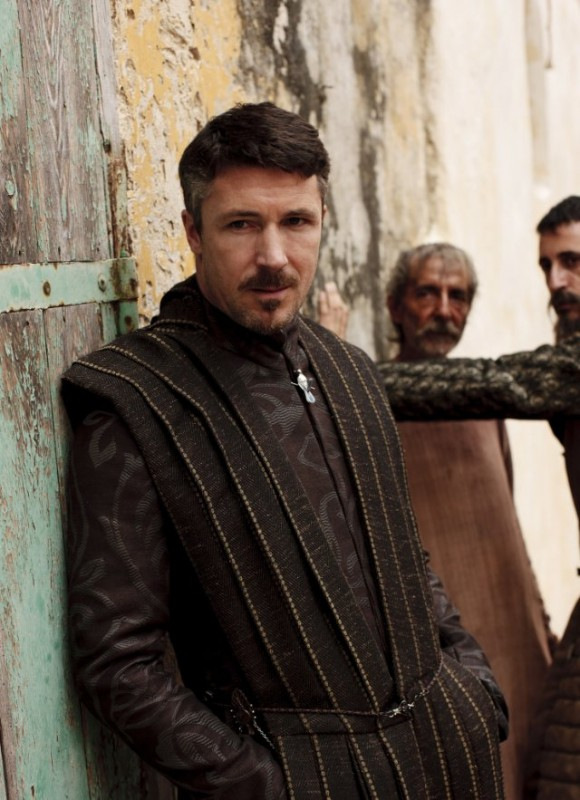 Aidan Gillen nell'episodio Cripples, Bastards, and Broken Things di Game of Thrones
