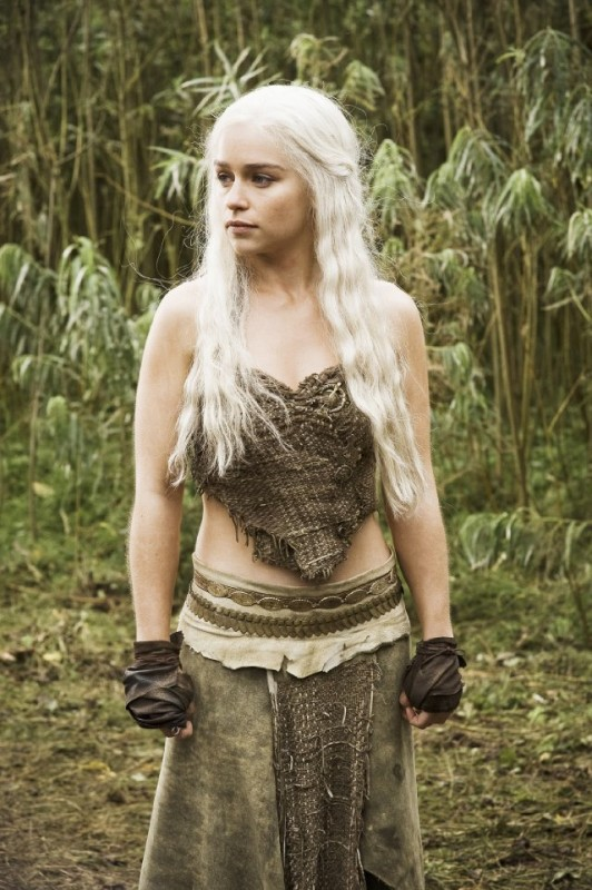 Emilia Clarke nell'episodio Cripples, Bastards, and Broken Things di Game of Thrones