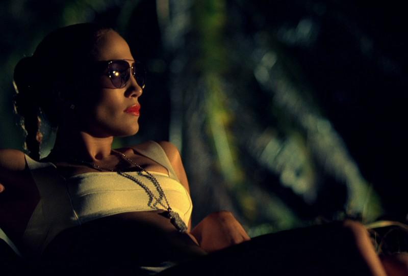 Jennifer Lopez indossa occhiali Aviator GUCCI nel video di I'm Into You.