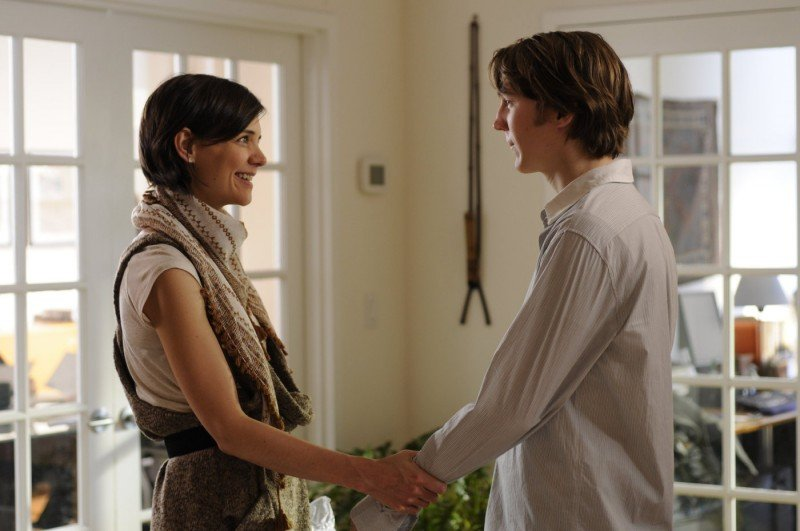 Katie Holmes con Paul Dano nel film The Extra Man