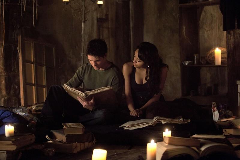 Steven R. McQueen e Katerina Graham in una scena dell'episodio The Sun Also Rises di Vampire Diaries