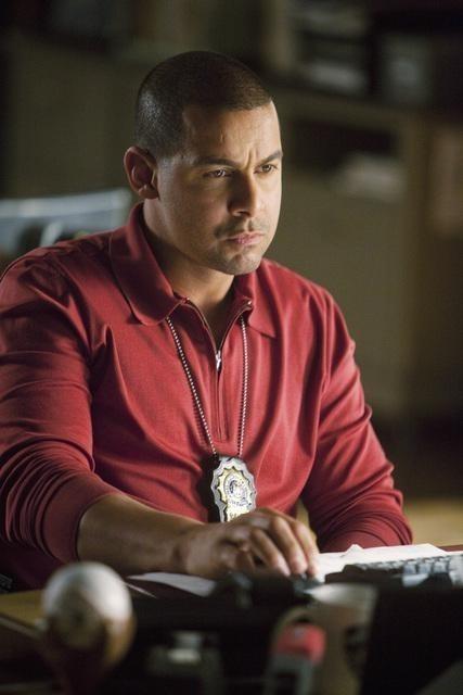 Jon Huertas nell'episodio Setup di Castle