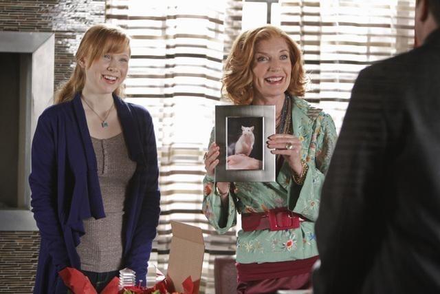 Molly C. Quinn e Susan Sullivan nell'episodio The Final Nail di Castle