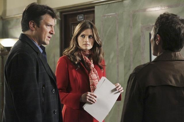 Stana Katic e Nathan Fillion in una scena dell'episodio Law & Murder di Castle