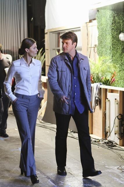 Stana Katic e Nathan Fillion in una scena dell'episodio To Love and Die in L.A. di Castle