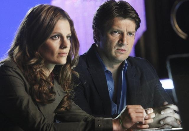Stana Katic e Nathan Fillion nell'episodio Pretty Dead di Castle