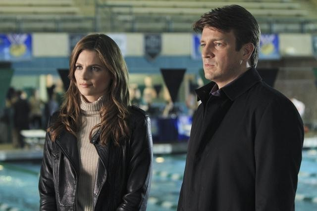 Stana Katic e Nathan Fillion nell'episodio The Dead Pool di Castle