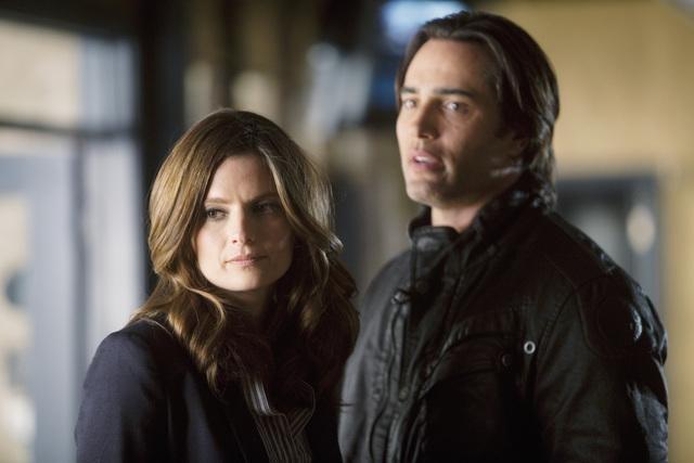 Stana Katic e Victor Webster nell'episodio Setup di Castle