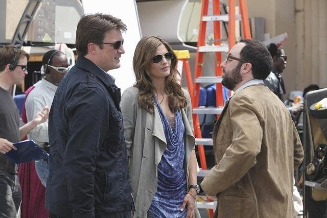 Stana Katic, Nathan Fillion e P.J. Byrne nell'episodio To Love and Die in L.A. di Castle