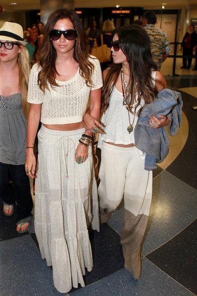 Ashley Tisdale e Vanessa Hudgens ritornano a Los Angeles dopo un rilassante weekend a Cabo San Lucas