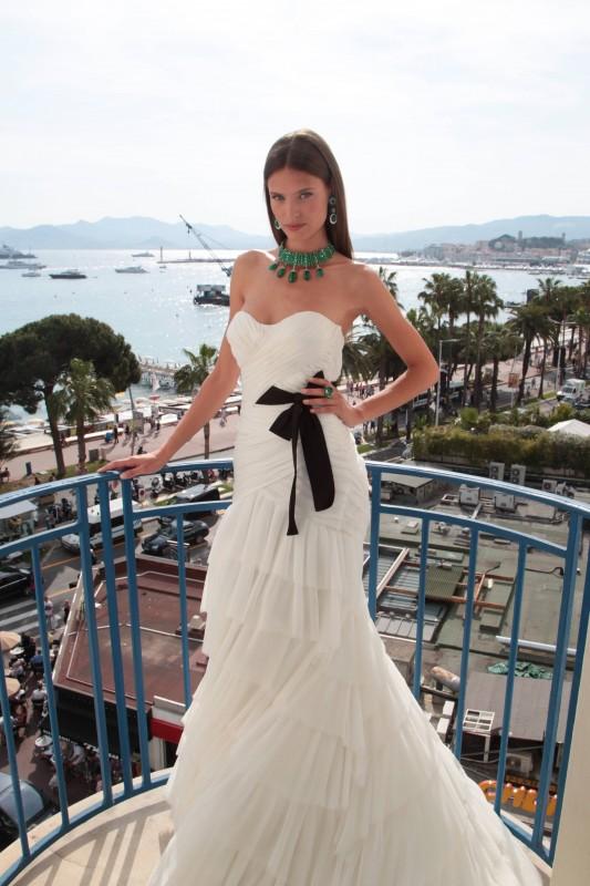 Cannes 2011: Bianca Balti posa con i meravigliosi gioielli De Grigosono