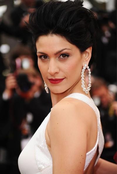 Cannes 2011, serata inaugurale: Giulia Bevilacqua sul tappeto rosso