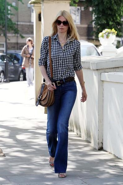 Claudia Schiffer passeggia per West London