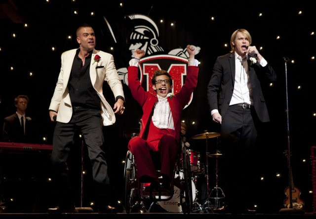 Mark Salling, Kevin McHale e Chord Overstreet nell'episodio Prom Queen di Glee