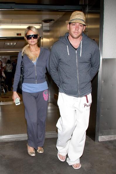 Paris Hilton arriva all'aeroporto di Los Angeles con il suo fidanzato Cy Waits