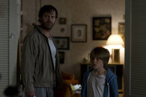 Rainn Wilson e Devin Brochu nel film Hesher