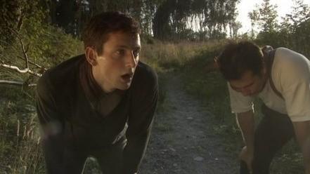Stuart Brennan con Edward Eales-White nel film Risen