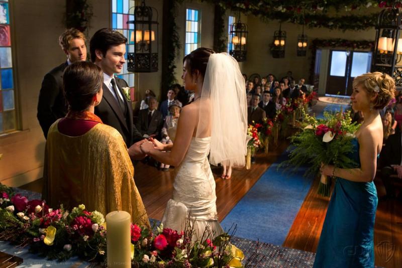 A. Mack, T. Welling, E. Durance e J. Hartley durante il matrimonio nell'episodio Finale di Smallville
