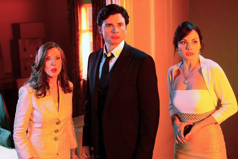 Annette O'Toole, Tom Welling e Erica Durance nell'episodio Finale di Smallville