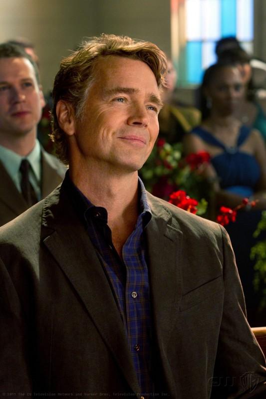 Jonathan (John Schneider) in una scena dell'episodio Finale di Smallville