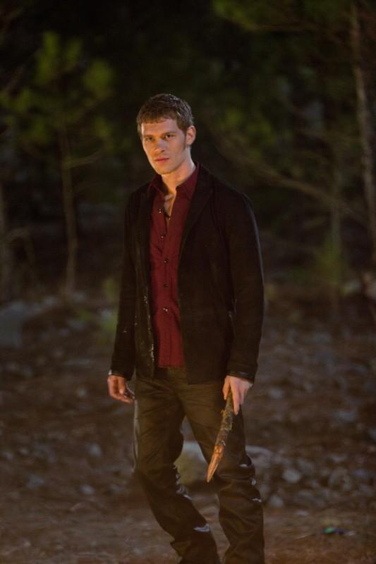 Klaus (Joseph Morgan) in una scena dell'episodio The Sun Also Rises di Vampire Diaries