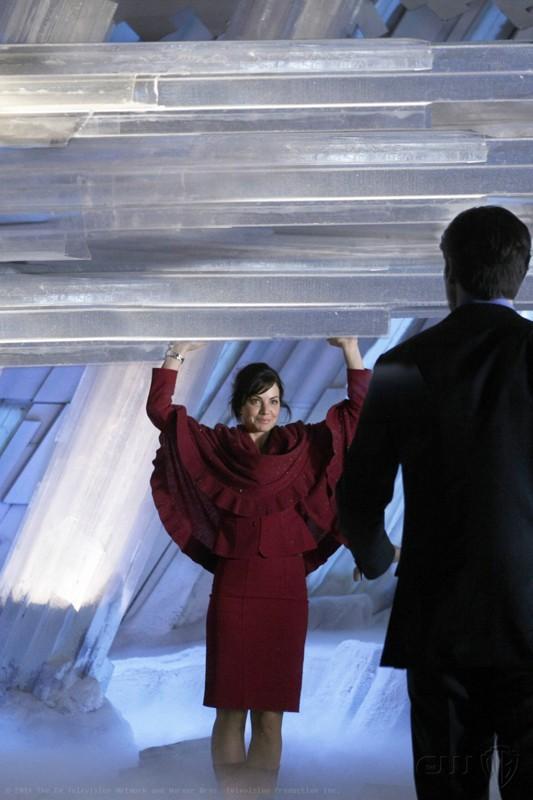 Lois (Erica Durance) usa la sua superforza nell'episodio Prophecy di Smallville